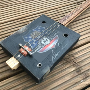 Cigar Box Guitar schwarz